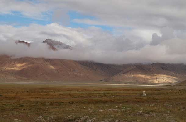 Changtang Mountain surrounded with clouds
