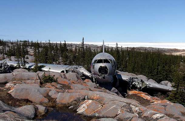 plane crash in the mountains
