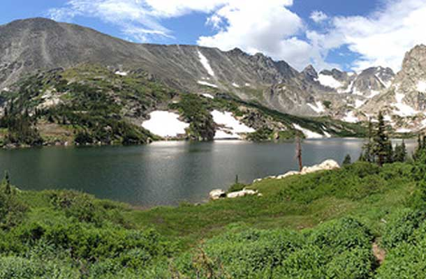 Lake Isabelle surrounded by greenery