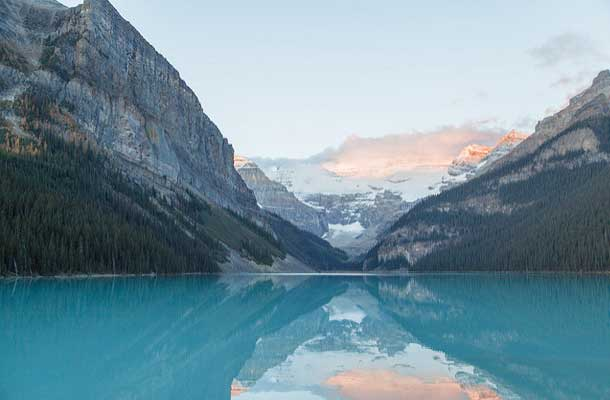 Lake Louise flanked by mountains