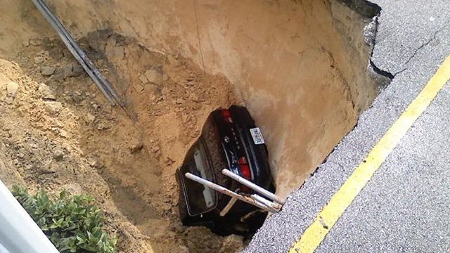 sinkhole-with-car