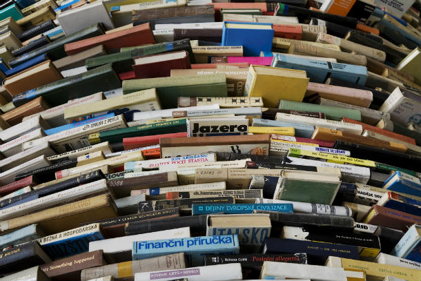 A_tower_of_used_books_-_8443