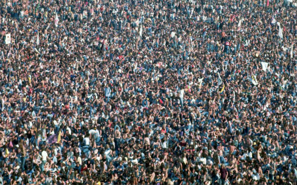 Crowd_at_Knebworth_House_-_Rolling_Stones_1976