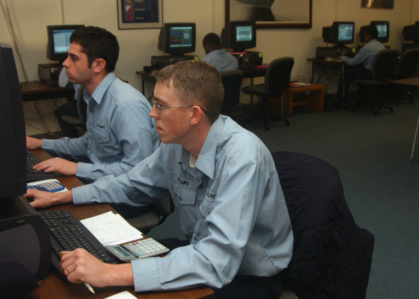 US_Navy_070131-N-3285B-016_Sailors_stationed_aboard_Naval_Station_Mayport_study_via_computer_to_retake_their_ASVAB_test_during_a_two-week_class_at_the_Navy_College_Learning_Center