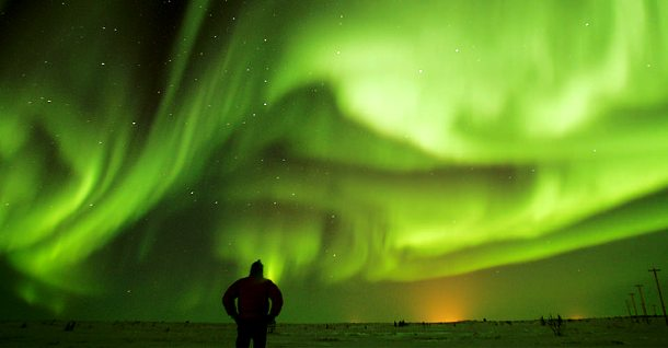 www.nathab.com Northern-Lights-1-green-sky-person