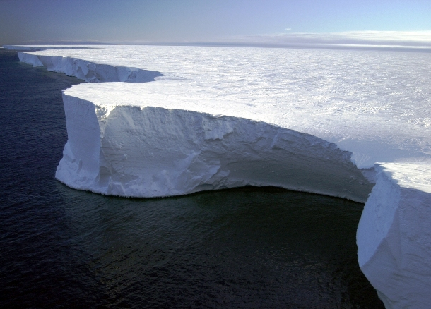 en.wikipedia.org Research_on_Iceberg_B-15A_by_Josh_Landis,_National_Science_Foundation_(Image_4)_(NSF)
