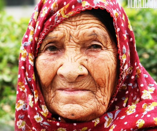 commons.wikimedia.org Old_woman_of_Swat