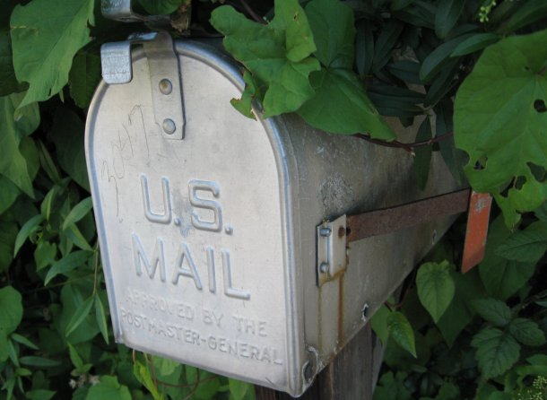 commons.wikimedia.org Mailbox_US_in_the_shade