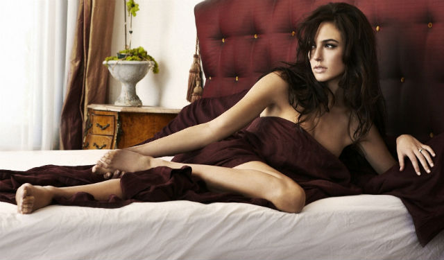 woman-in-bed
