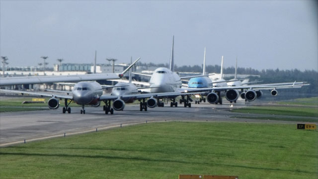 planes lining up