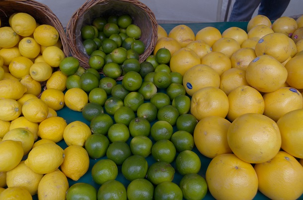 Lemons,_limes_and_pomelos_at_the_market