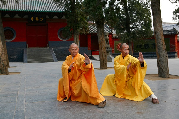 monks practicing kung fu