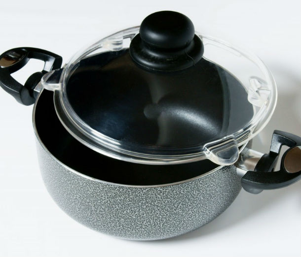 pan_with_displaced_lid_smpl_high_res