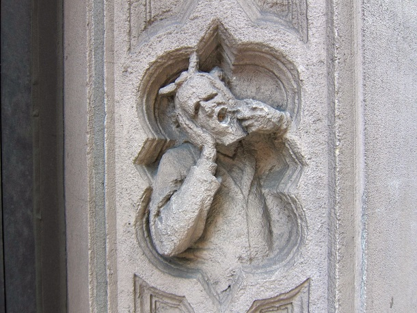 toothache statue