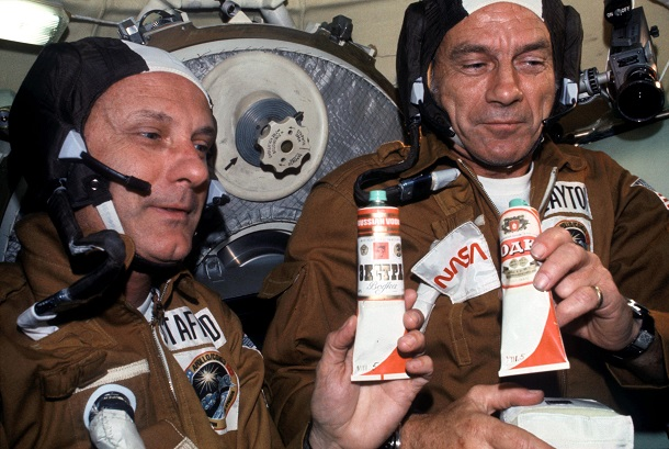 NASA_astronauts_toasting_with__vodka__in_space_-_AST-03-175