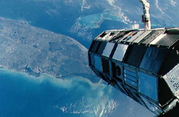 space debris STS-41-C-LDEF-deploy-small