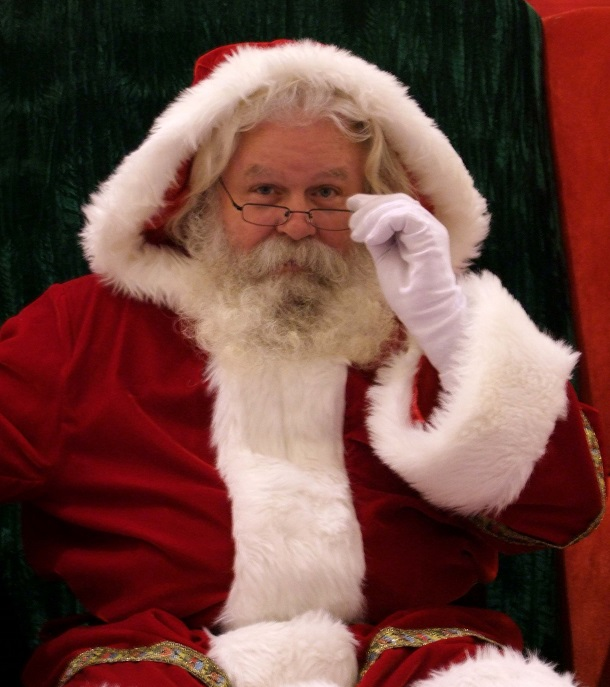 santa watching with an incredulous face