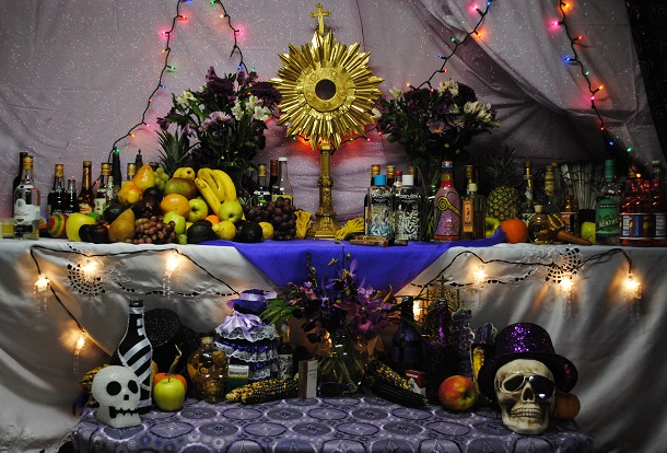 Haitian_vodou_altar_to_Petwo,_Rada,_and_Gede_spirits