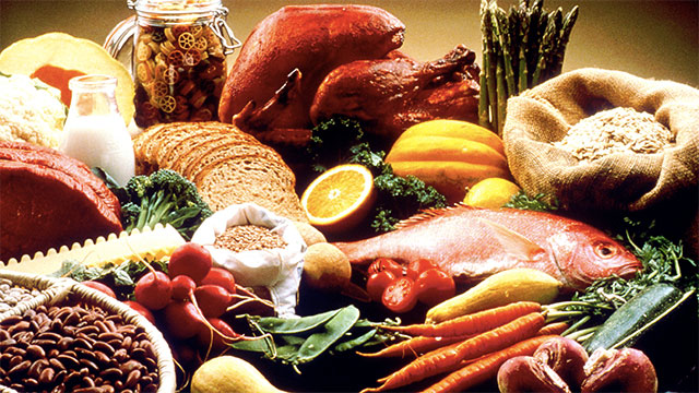 A whole foods diet cannot cure cancer. It can surely make you healthier and prevent numerous diseases (potentially including cancer). But once you have cancer, it doesn't matter what you eat. You need a hospital.