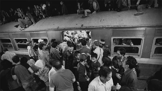 People trying to get on the train before everybody gets off