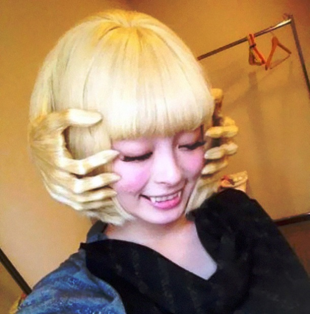 Hands hair style