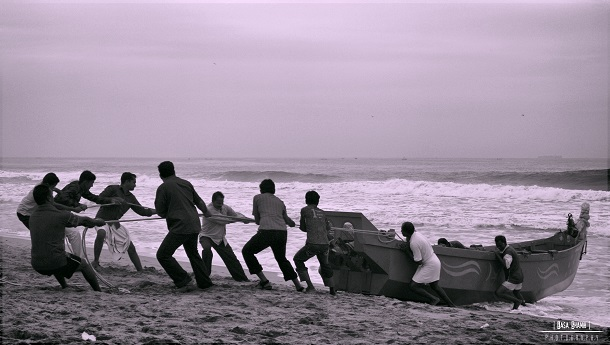 Team_Work to pull boat in