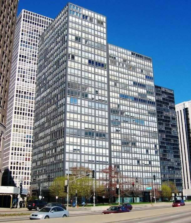 860–880 Lake Shore Drive in Chicago