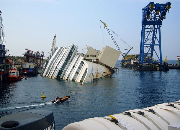 Costa_Concordia_on its side