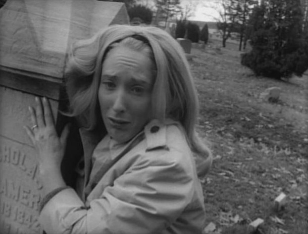 judith_odea_clutching_grave_in_night_of_the_living_dead_bw