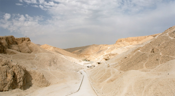 Luxor_West_Bank_Valley_of_Kings_overview_Egypt_Oct_2004