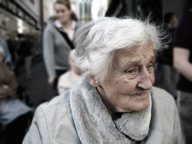 dependent-dementia-woman-old