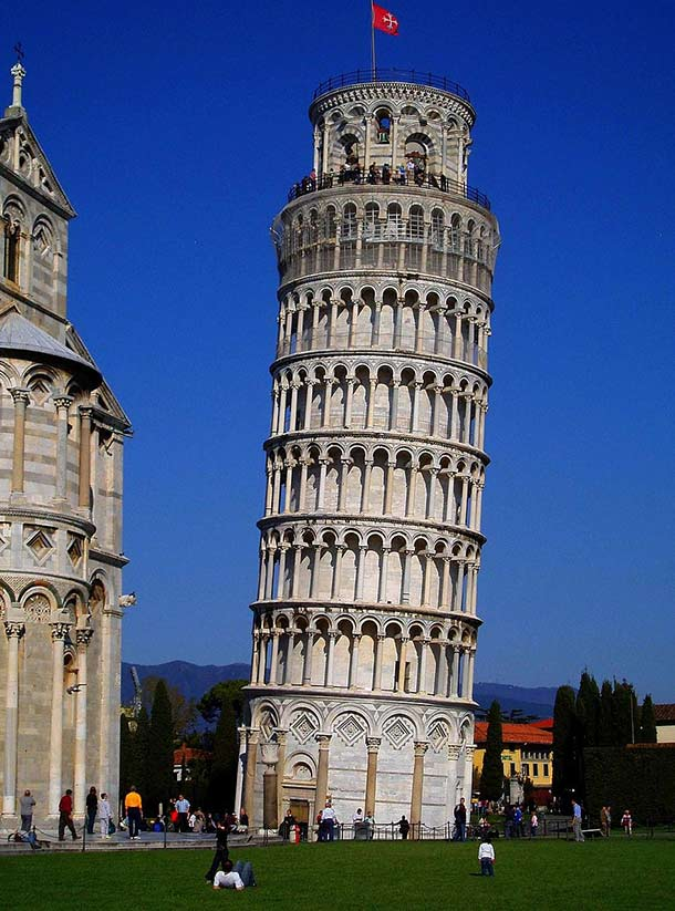A_Classical_View_of_Leaning_Tower_in_Pisa
