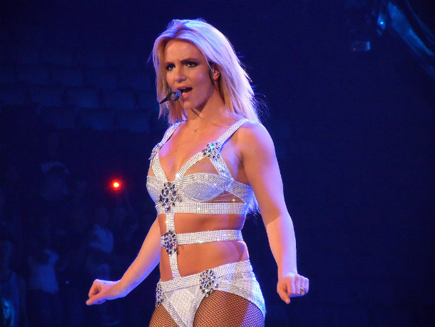 Britney_Spears_-_Femme_Fatale_Tour_(Toronto)