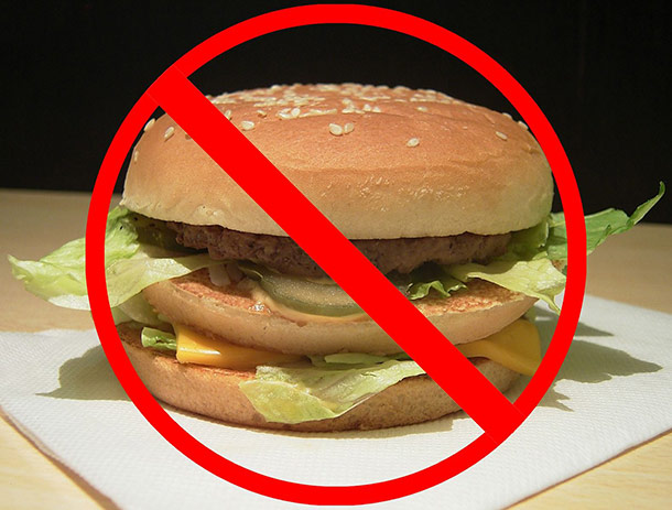 Crossed_hamburger_as_expression_of_opinion_about_fast_foods