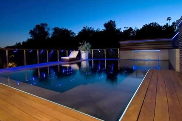 Pool-Over-Looking-The-Lake
