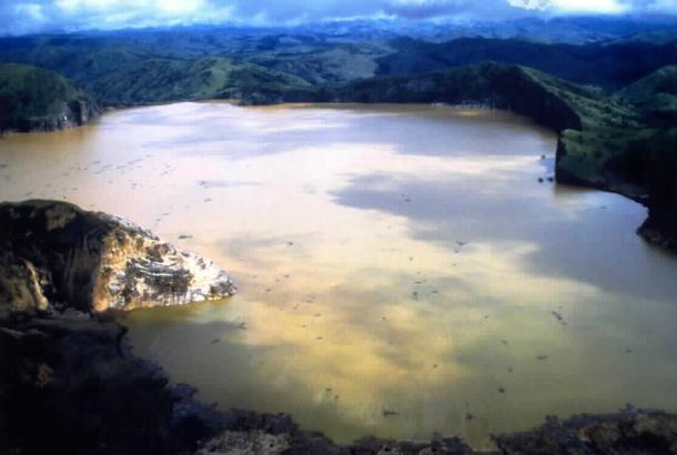 """15 """"Most Dangerous Places In The World"""" And Way To Online Travel Lake Nyos, Cameroon"""