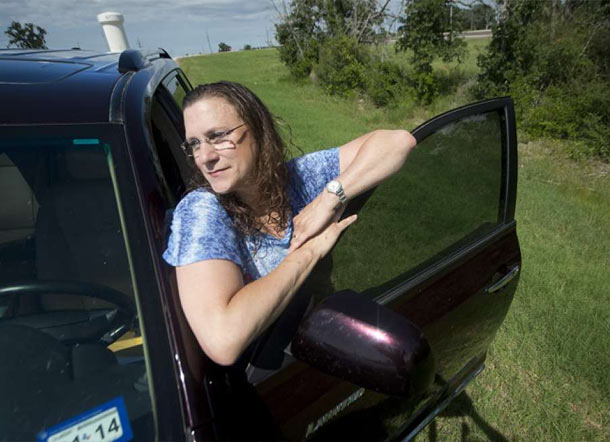 Unemployed school teacher Candace Scott finds money and returns it to bank