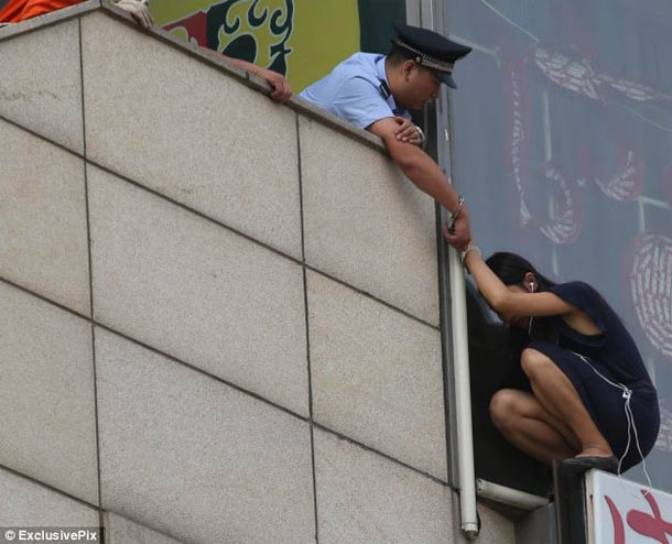 Police officer handcuffs himself to suicidal woman