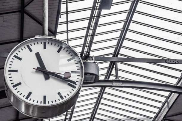 White-Clock-Minute-Departure-Hour-Schedule-Time-11