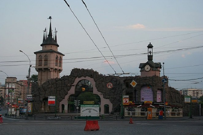 1599px-Moscow_Zoo_Entrance