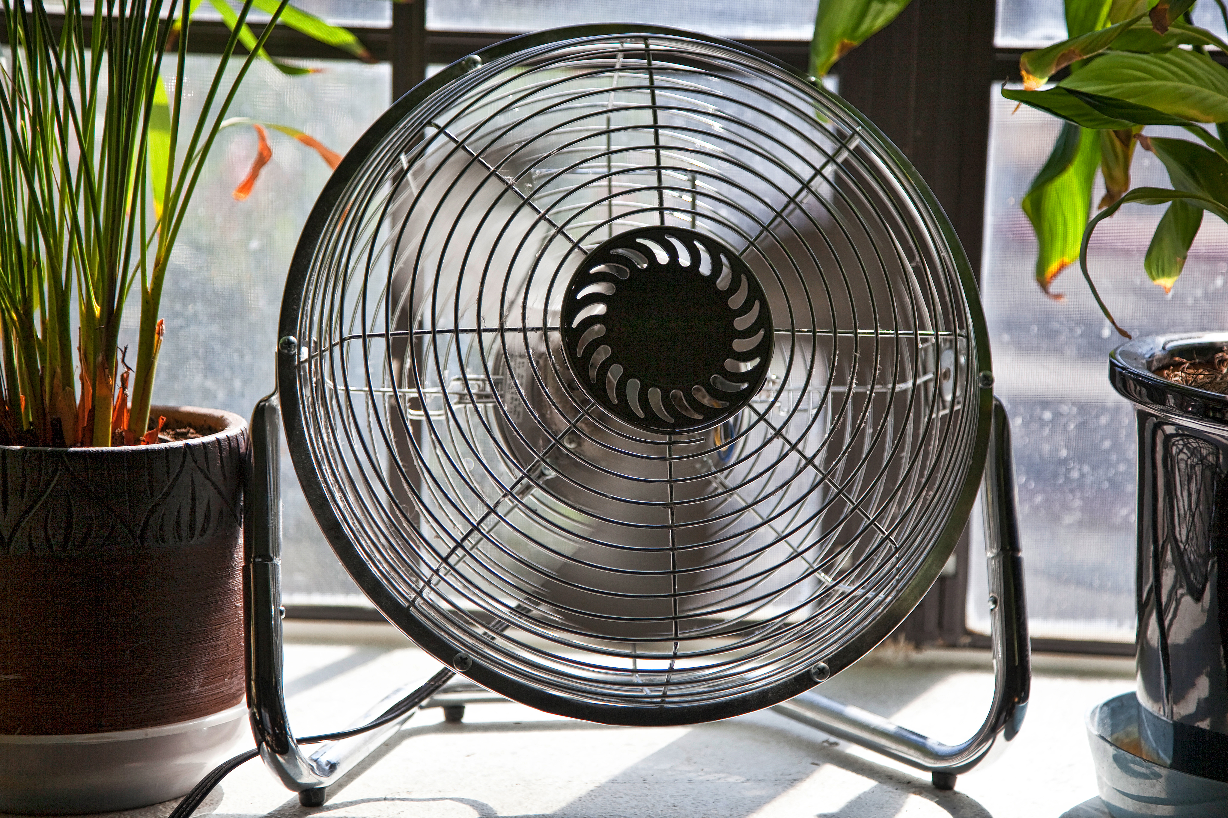 5 Best Window Fans to Keep Cool in 2020 - Review & Buying Guide